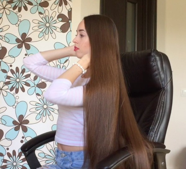 VIDEO - Classic length hair play in chair
