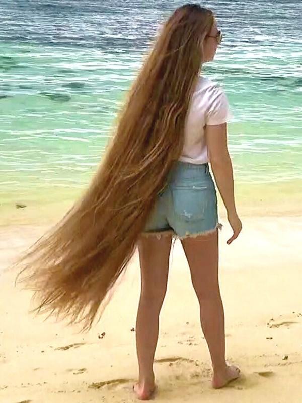 VIDEO - Tropical long hair walk