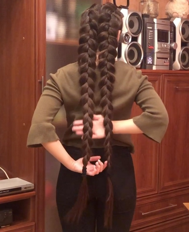VIDEO - Two big braids