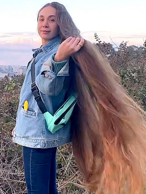 VIDEO - A long hair walk in the countryside