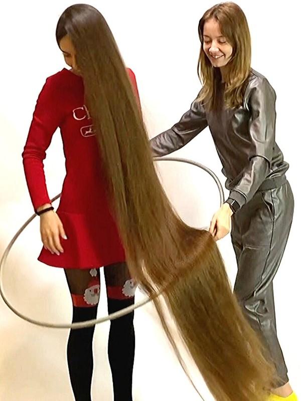 VIDEO - Floor length hair creativity