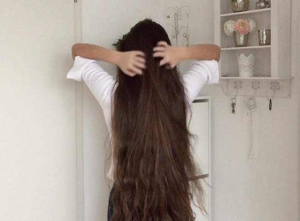 VIDEO - Young classic length brunette