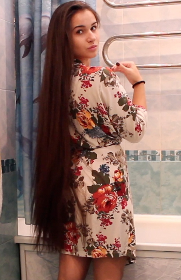 VIDEO - Diana in the bathroom