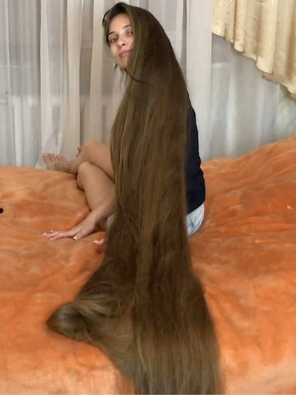 VIDEO - Tons of hair