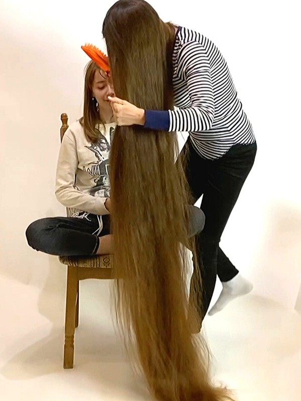 VIDEO - Strong brunette hair