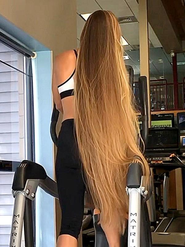 VIDEO - Long hair swinging