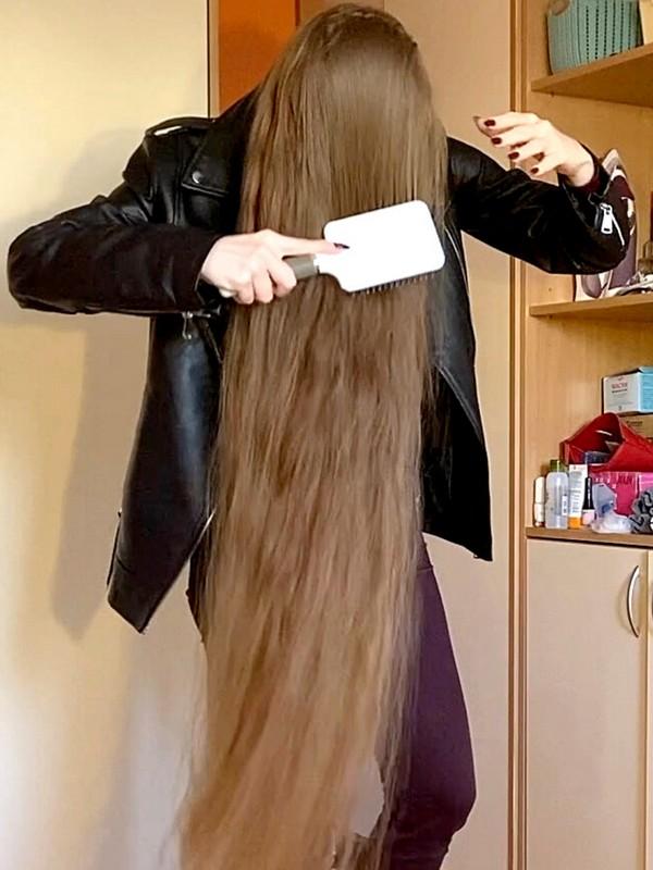 VIDEO - Valeria loves long hair