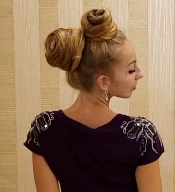 VIDEO - Rapunzel's double buns (front and back)