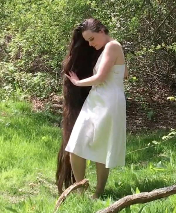 VIDEO - Garden of hair