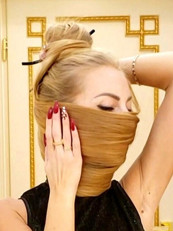 VIDEO - Unique floor length hair