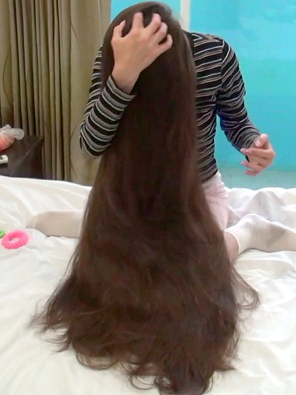 VIDEO - Her super soft hair
