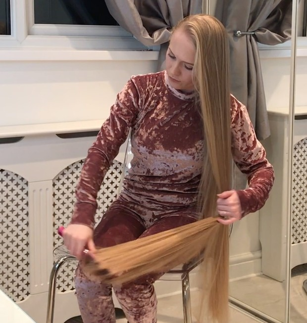 VIDEO - Supersilky blonde in chair 2
