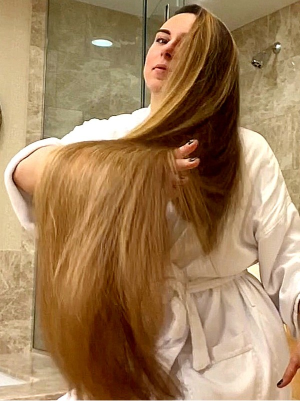 VIDEO - Very long hair shower