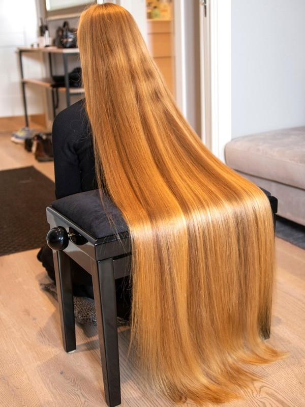 PHOTO SET - Sara's long hair covering