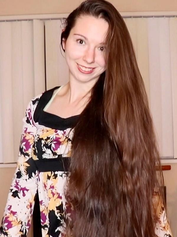 VIDEO - Antonia's hair is growing longer