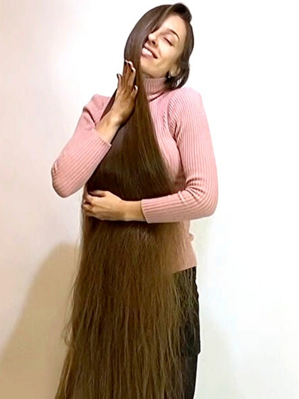 VIDEO - Unbelievably long hair