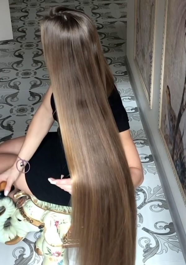 VIDEO - Julia's shiny braids and buns (part 1)