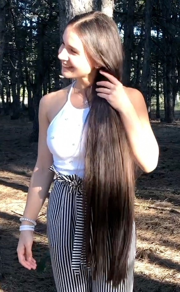 VIDEO - Long hair in the forest