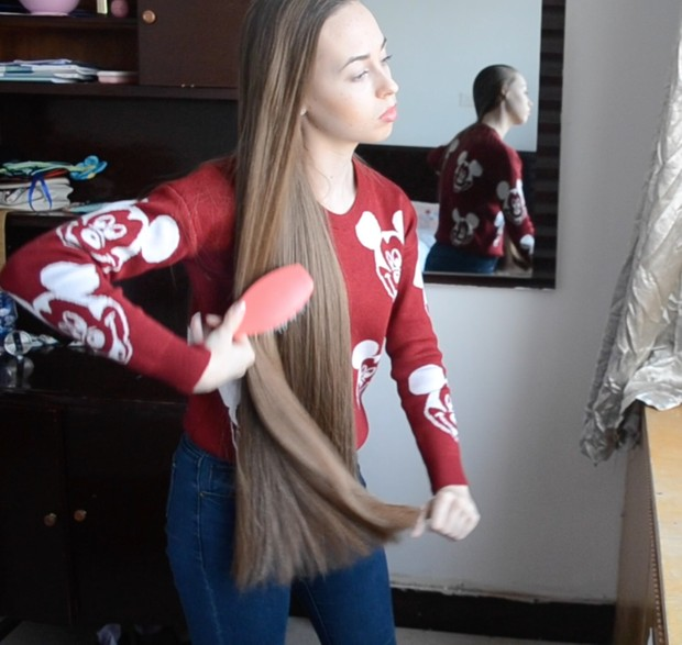 VIDEO - Play, brush, braid