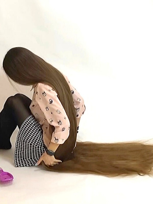 VIDEO - Extremely soft floor length hair