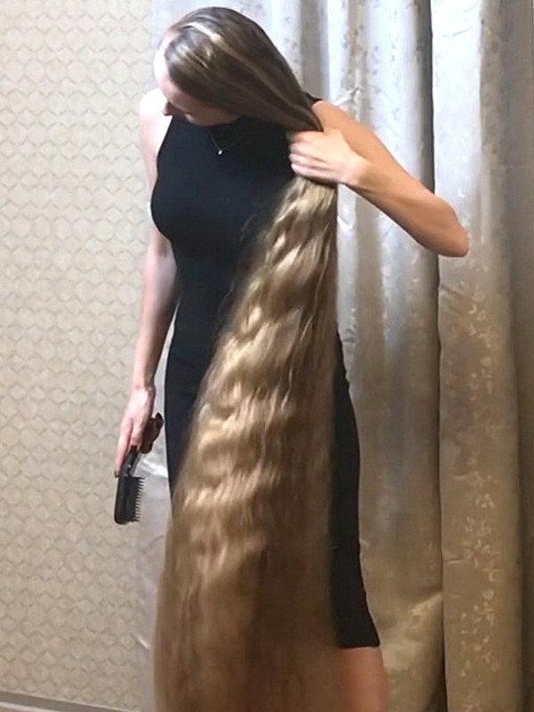 VIDEO - Black dress, huge buns