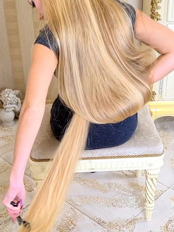 VIDEO - The heaviest blonde hair