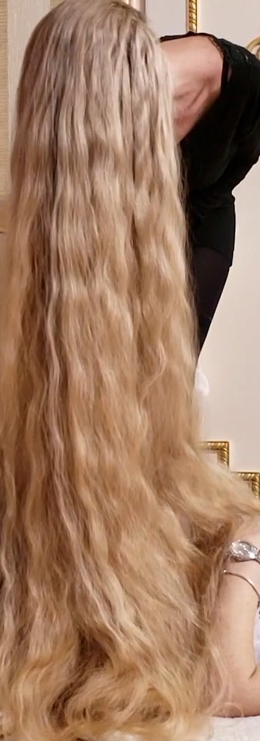 VIDEO - That's a lot of hair! 2
