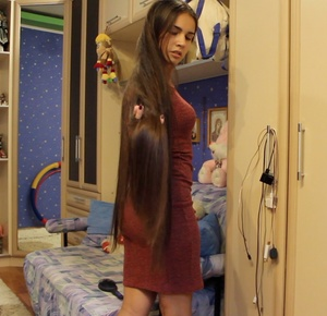 VIDEO - Lovely silk and red dress