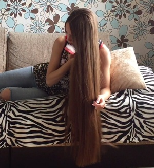 VIDEO - Classic length hair play in bed