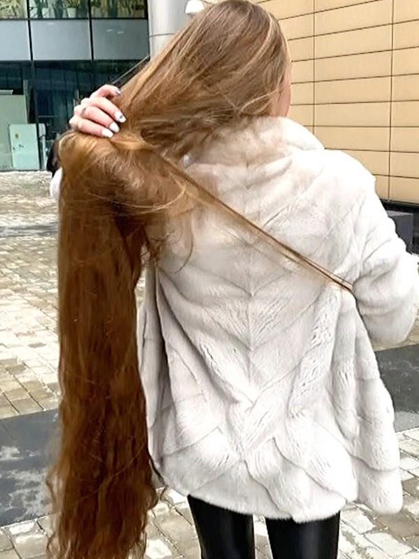 PHONE VIDEO - Alina's windy walk outside