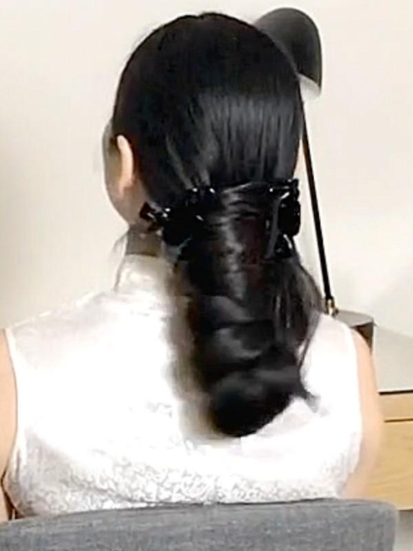 VIDEO - Lengthy dark hair