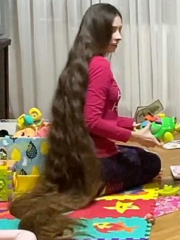 VIDEO - Floor length hair Rapunzel cleaning and organizing