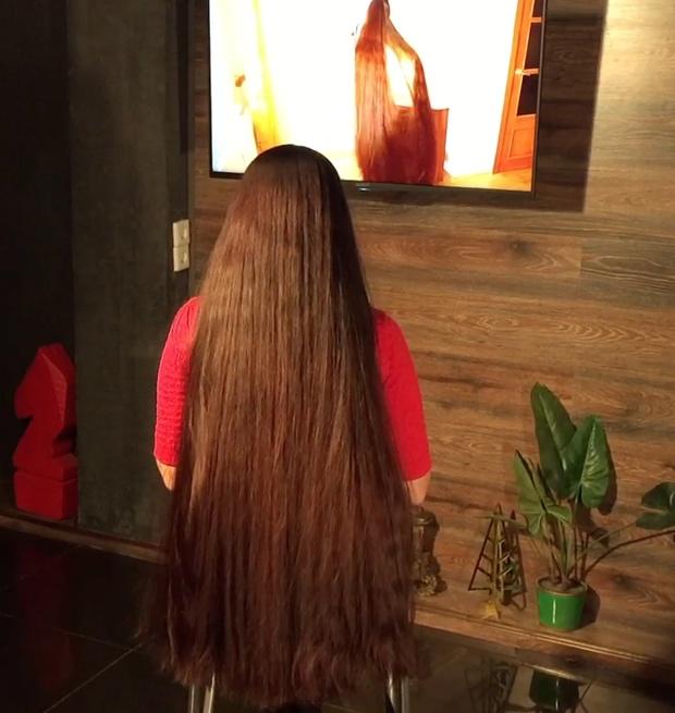 VIDEO - Mila watches Aliia