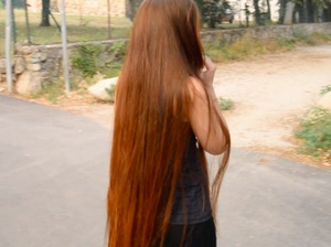 VIDEO - Thigh length hair lady walking outside