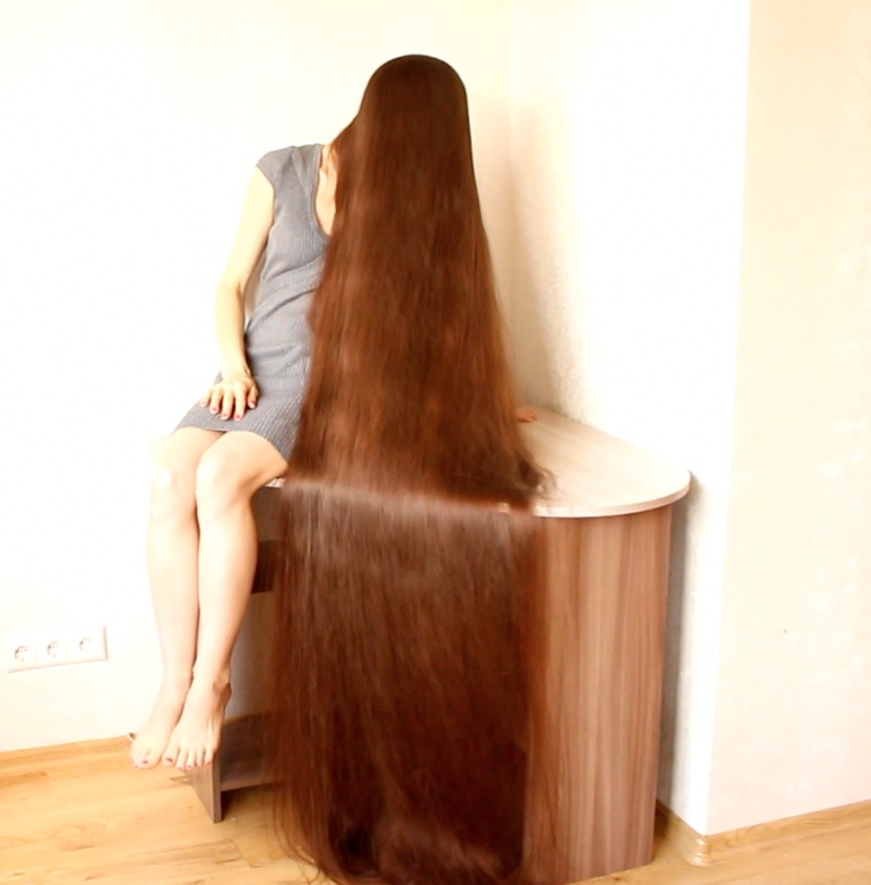 Real-Life Rapunzel Has 90 Inch Long Hair - YouTube