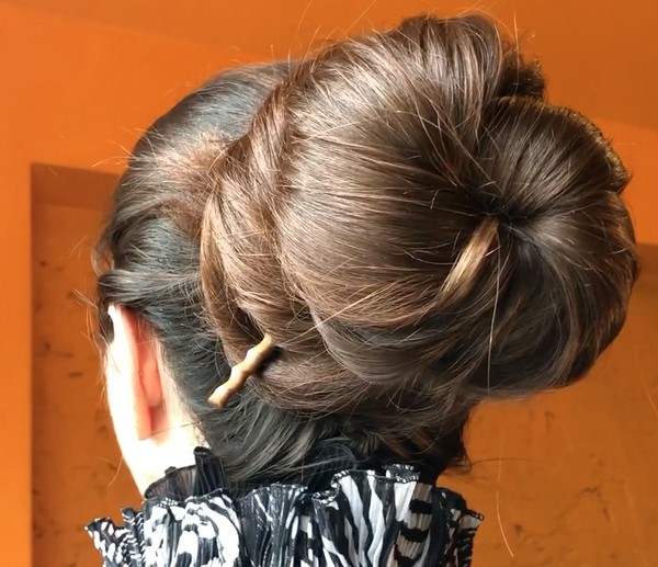 VIDEO - Silky, shiny, big buns
