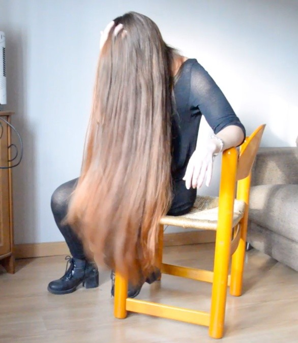 VIDEO - Thigh length hair brushing in chair (free video)