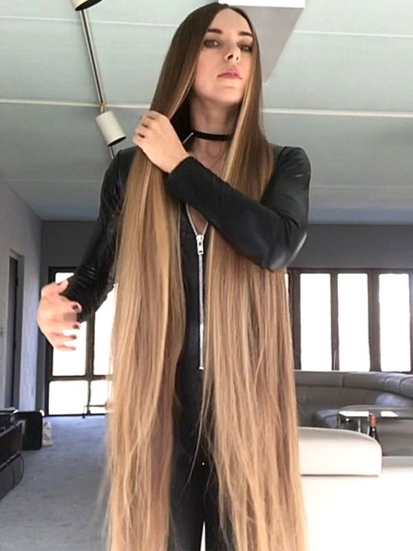 VIDEO - Blonde in Black