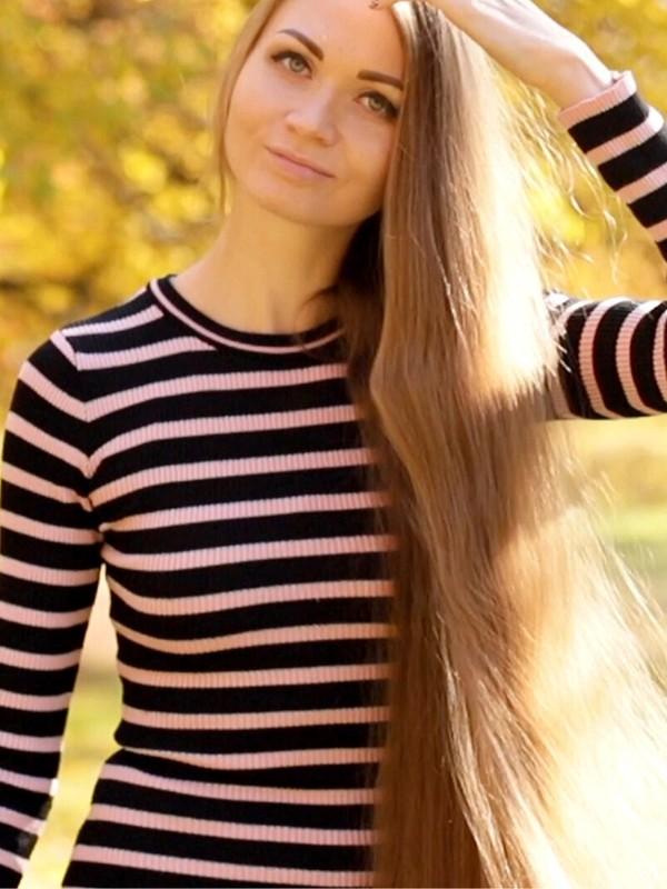 VIDEO - Super long hair autumn
