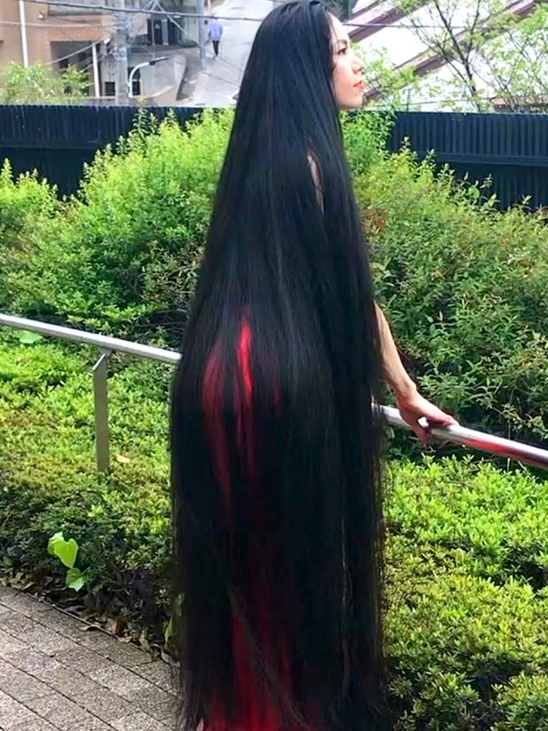 VIDEO - A Rapunzel in the streets