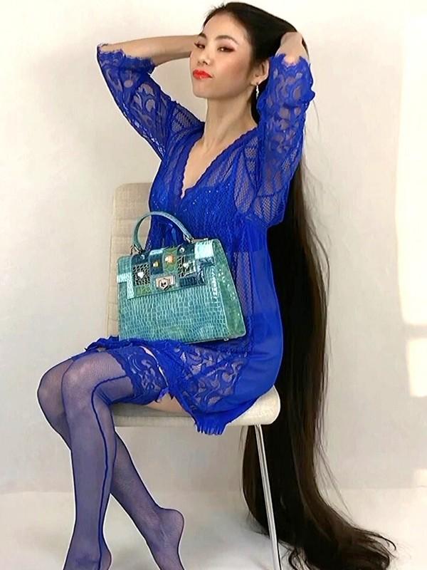 VIDEO - Elegant Rapunzel in blue