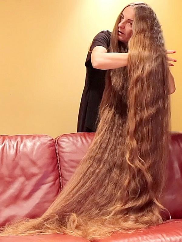 VIDEO - The hair sofa