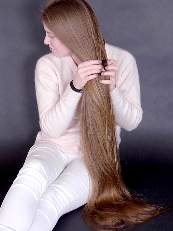 VIDEO - Emilie's perfectly healthy, silky hair