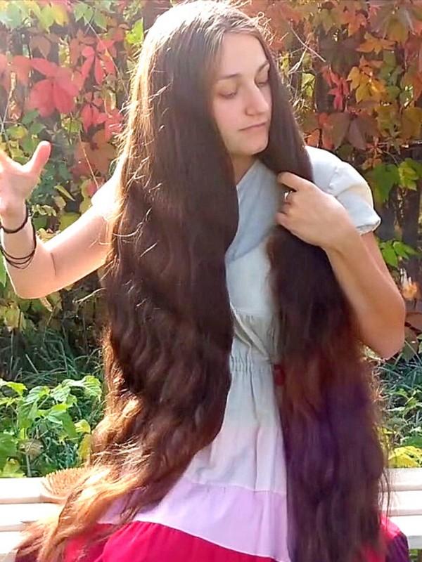 VIDEO - Beautiful hair, beautiful autumn