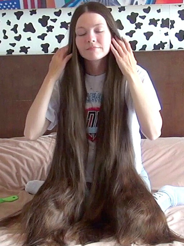 VIDEO - A lot of hair to play with