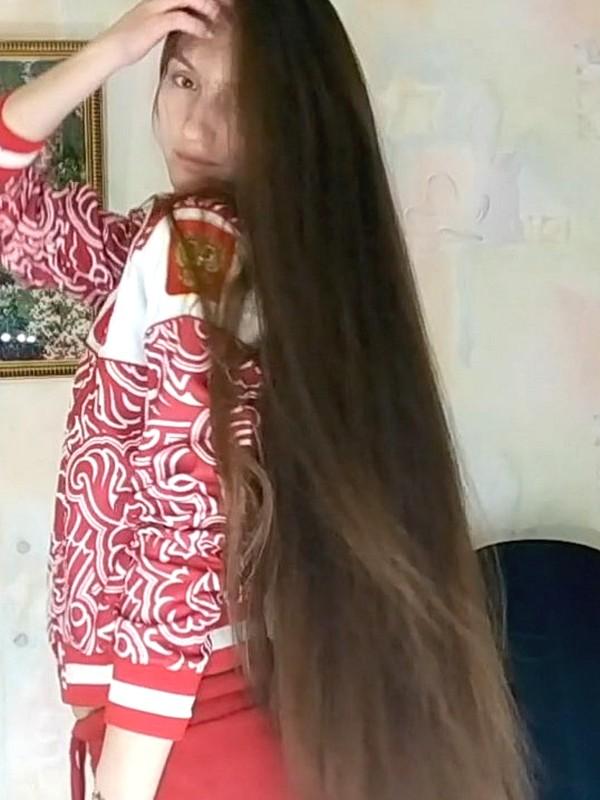 VIDEO - Tatyana's various hair play