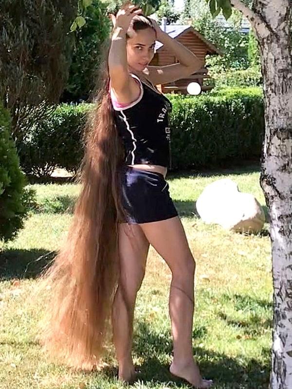 VIDEO - Floor length hair tree