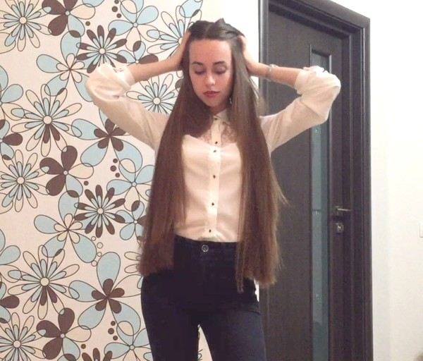 VIDEO - Classic length hair business girl