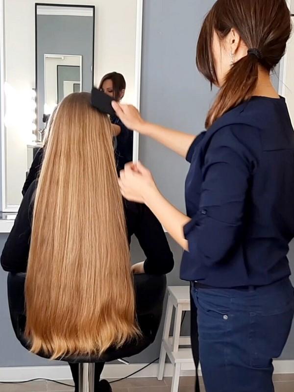 VIDEO - Irina's healthy hair at the hair salon