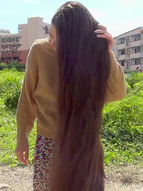VIDEO - Beautiful sky, beautiful hair
